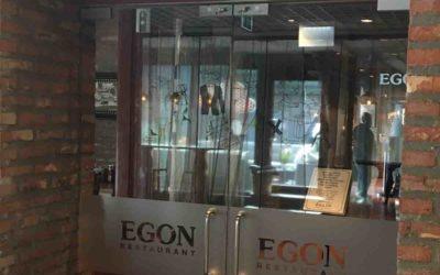 Glassdør ytterdør restaurant Egon