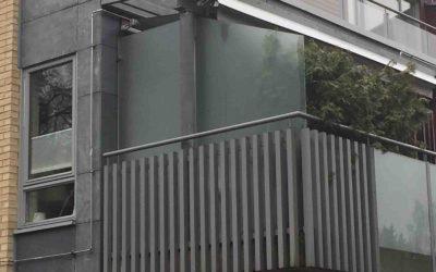 Levegg i glass til veranda